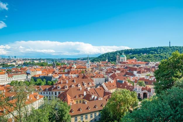 Panoramique vue panoramique sur les toits de la ville de prague, prague, république tchèque
