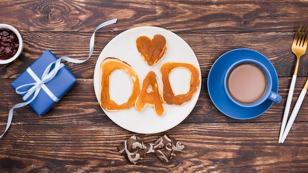 Papa mot écrit en petits pains à plat