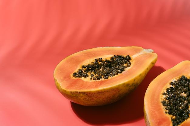 Papaye fraîche aux graines noires