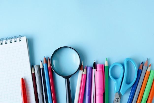 Papeterie bureau école collège accessoires fournitures. retour à l'école. place pour le texte