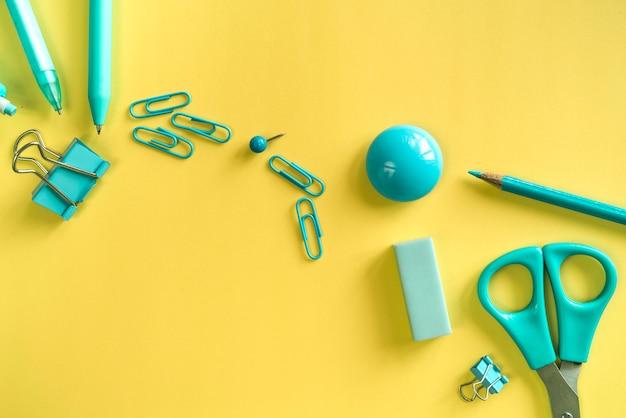 Papeterie essentielle turquoise pour le travail et les études