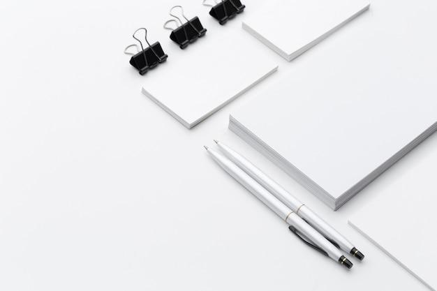 Papeterie vierge pour la marque de l'entreprise isolé sur fond blanc
