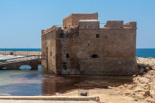 Paphos, chypre, grèce - 22 juillet : vieux fort à paphos chypre le 22 juillet.