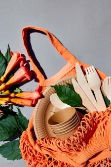Papier artisanal écologique et vaisselle en bois