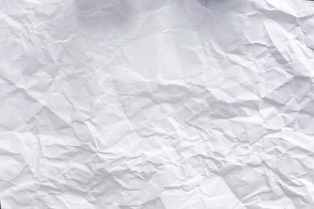 Papier blanc sur la table
