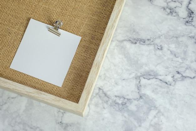 Papier blanc vierge mock up for design.