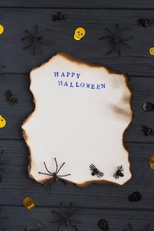 Papier brûlant près des araignées et des crânes