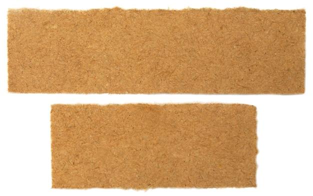 Papier brun sur fond blanc