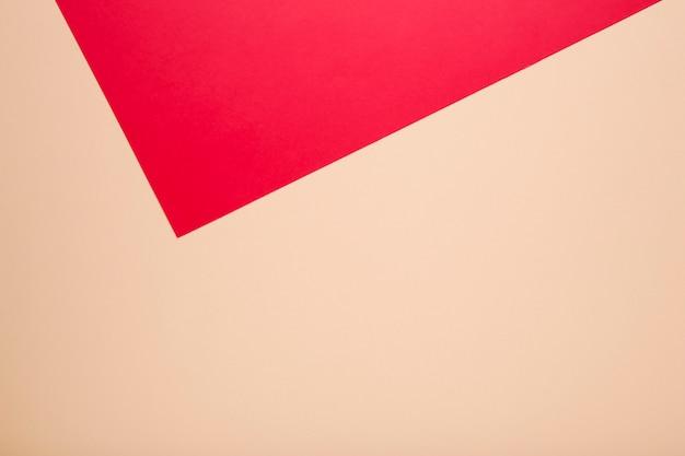 Papier couleur pastel beige et rouge pour le fond