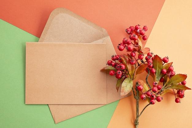 Papier en couleurs d'automne avec décoration