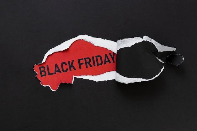 Papier déchiré révélant le texte du vendredi noir