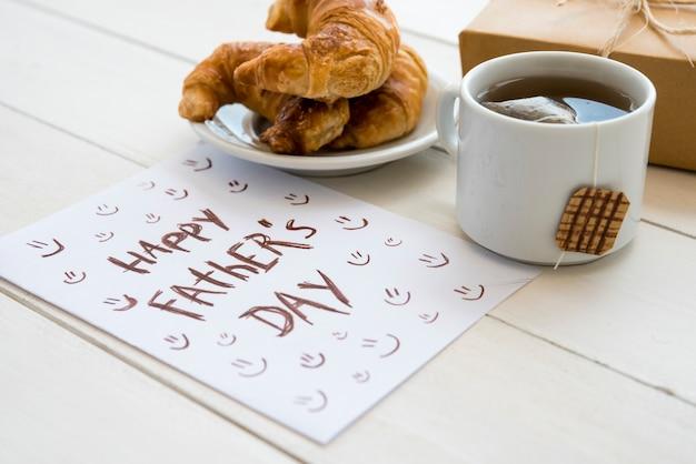 Papier dessiné à la main pour la fête des pères