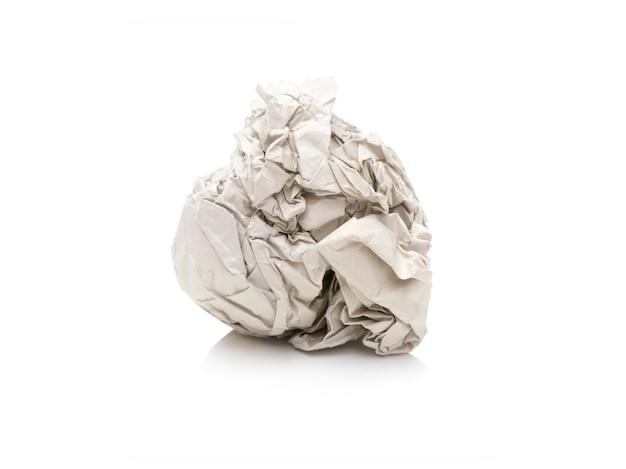 Le papier était froissé, il a l'air bosselé sur fond blanc