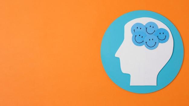 Papier fait emojis dans la tête de la personne