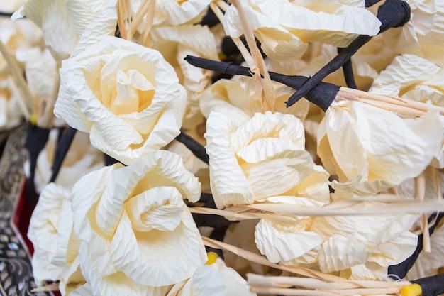 Papier à fleurs chan utilisé lors de la cérémonie des morts en traditionnel thaï.