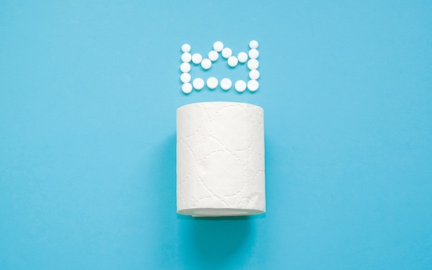 Papier hygiénique avec une couronne de pilules