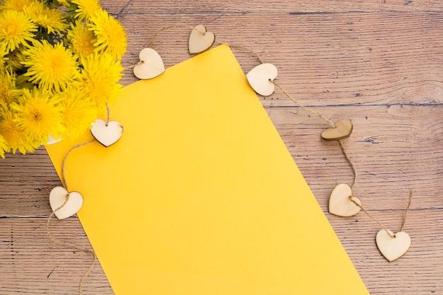 Papier jaune blanc pour note spéciale