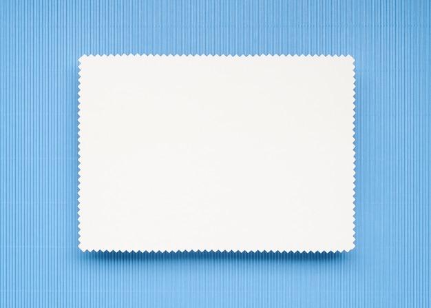 Papier à lettres sur fond bleu clair