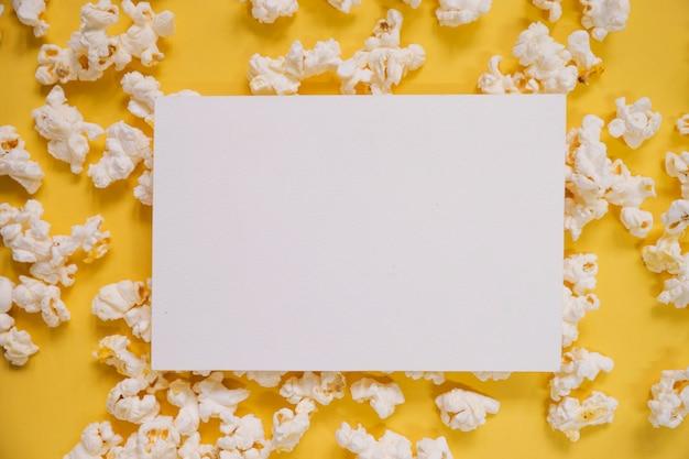 Papier sur le maïs soufflé