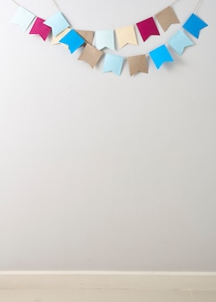Papier nid d'abeilles pastel coupé sur papier nid d'abeilles pastel coupé en arrière-plan de mur gris clair