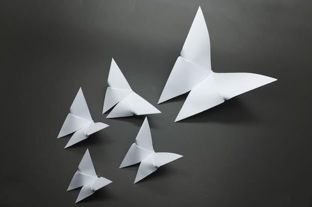 Papier papillon origami blanc