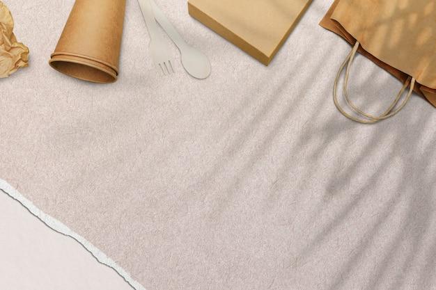 Papier peint beige, vaisselle jetable cadre écologique
