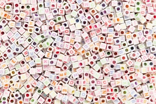 Papier peint perles de lettres anglaises blanches