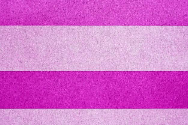 Papier peint à rayures horizontales rose texturé