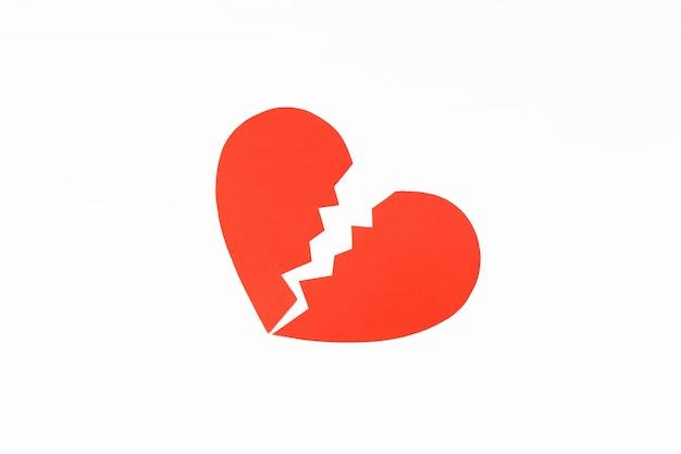 Papier rouge coeur brisé. concept de l'amour divorce. fond