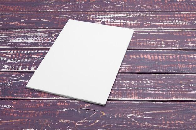 Papier à en-tête et conception de l'identité se bouchent