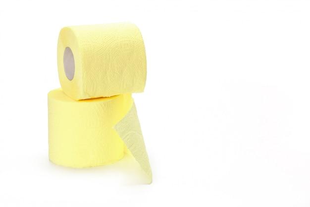 Papier de toilette isolé sur blanc