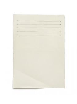 Papier vide rugueux isolé sur blanc.