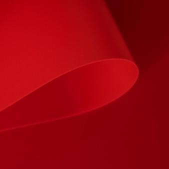 Papiers rouges élégants torsadés