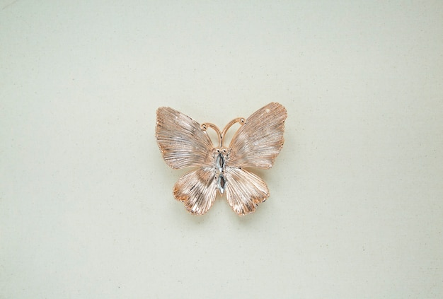 Papillon décoratif doré