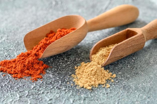 Paprika rouge et poudre de gingembre
