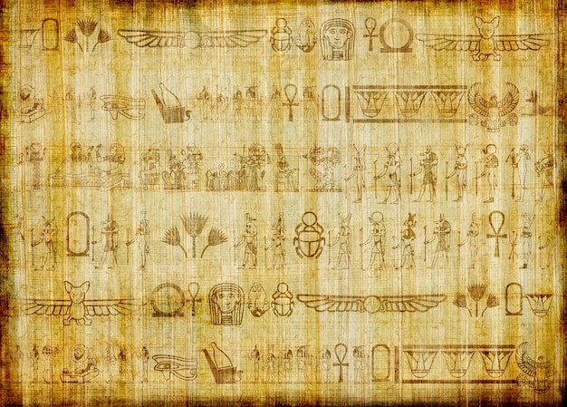 Papyrus égyptien traditionnel à la main avec des hiéroglyphes anciens