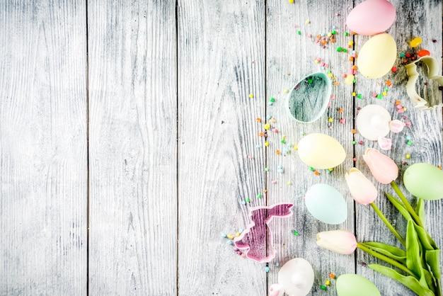 Pâques avec oeufs et fleurs