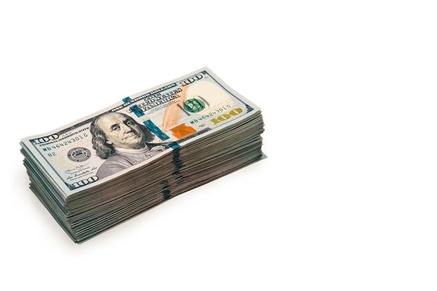Un paquet de billets de cent dollars