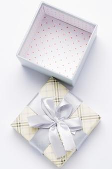 Paquet cadeau ouvert