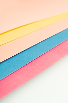 Paquet de feuilles de carton multicolores