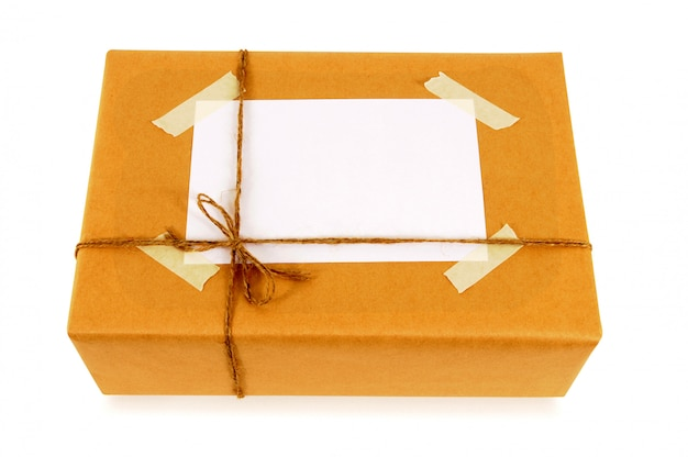 Paquet de papier brun noué avec une ficelle