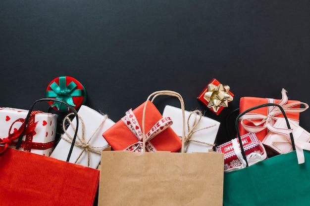 Paquets avec coffrets cadeaux
