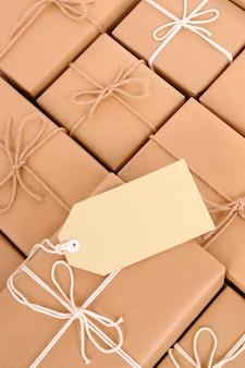 Paquets de courrier avec étiquette