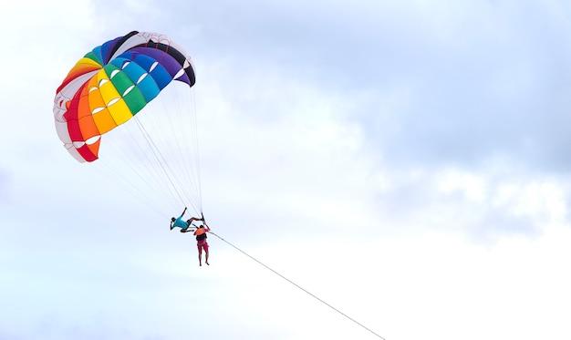 Parachute ascensionnel patong phuket thaïlande