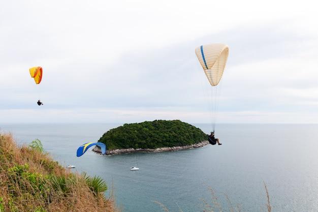Parapente sports extrêmes à phuket en thaïlande