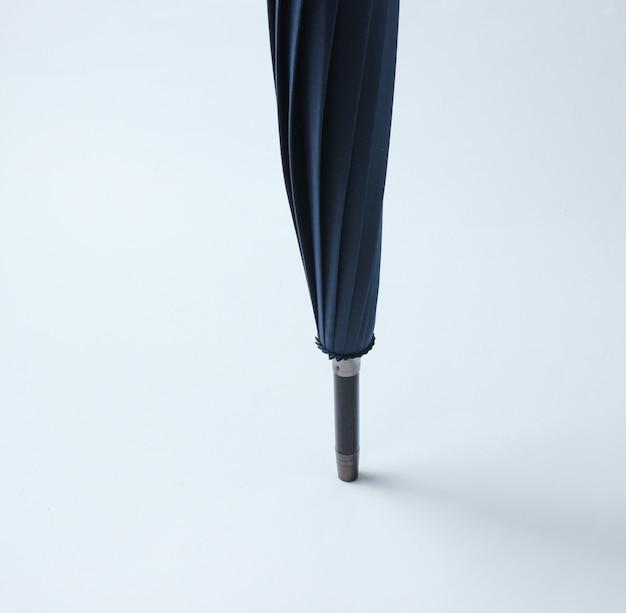 Parapluie flèche sur un tableau blanc