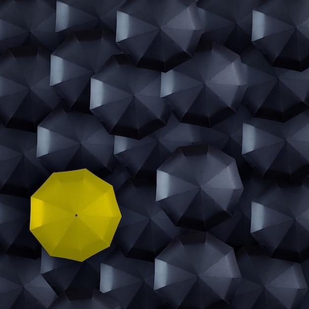 Parapluie jaune et noir