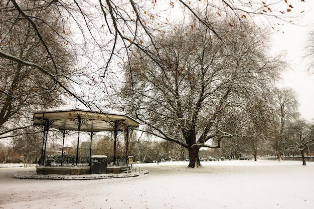 Parc d'angleterre après une forte neige