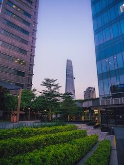 Parc sur le gratte-ciel de saigon vue moderne au vietnam