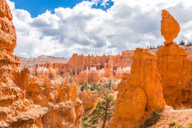 Parc national de bryce canyon dans la journée à utah, états-unis